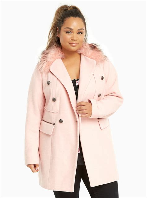 15 Head-Turning Coats Perfect For Curvy Girls- Essence