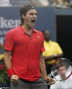Federer through to US Open final after battle against