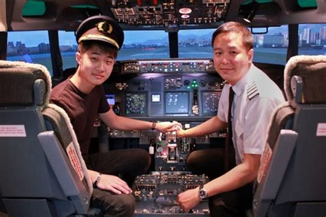 How to become a pilot in Singapore through 3 different